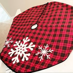 CHRISTMAS Tree Skirt Tartan Plaid Embroidered